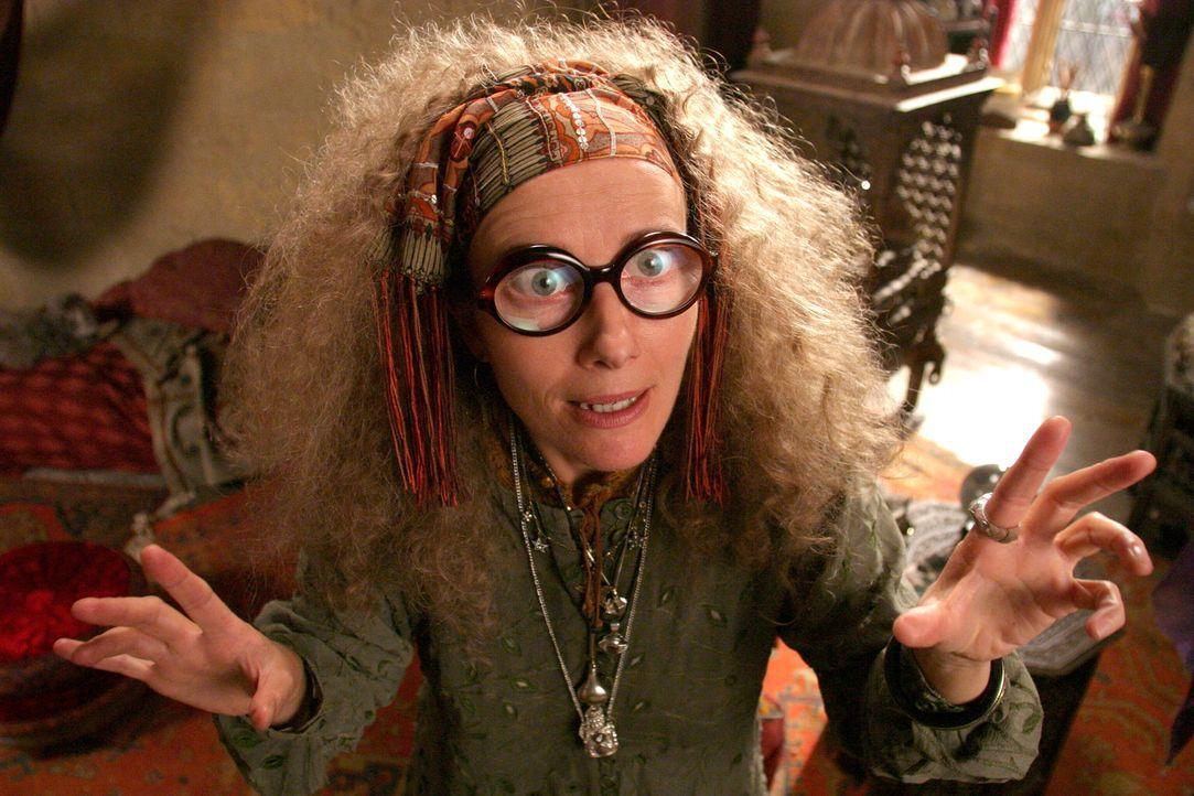 Lehrt die Kunst des Wahrsagens: Die chaotische Professorin Trelawney (Emma Thompson) ... - Bildquelle: Warner Television