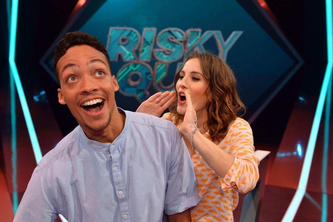 """No risk, no fun! Jeannine Michaelsen (r.) und Aurel Mertz (l.) moderieren die Quiz-Comedy-Show """"Risky Quiz""""  ... - Bildquelle: Willi Weber ProSieben"""