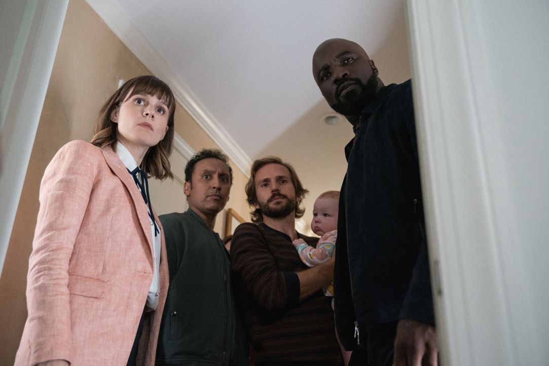 (v.l.n.r.) Kristen Bouchard (Katja Herbers); Ben Shakir (Aasif Mandvi); Tom McCrystal (Michael Stahl-David); David Acosta (Mike Colter) - Bildquelle: Elizabeth Fisher 2019 CBS Broadcasting Inc. All Rights Reserved. / Elizabeth Fisher