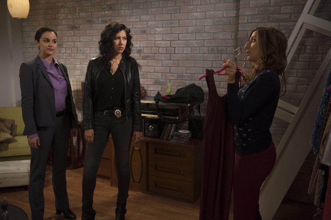 (v.l.n.r.) Amy Santiago (Melissa Fumero); Rosa Diaz (Stephanie Beatriz); Gina Linetti (Chelsea Peretti) - Bildquelle: Colleen Hayes 2013 NBC Studios LLC. All Rights Reserved. / Colleen Hayes