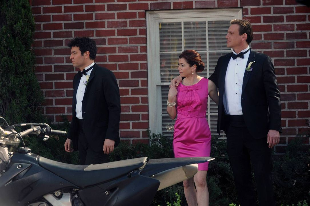 Ted (Josh Radnor, l.), Lily (Alyson Hannigan, M.) und Marshall (Jason Segel, r.) sind enttäuscht, als Gary Blauman nicht zur Hochzeit kommen will ... - Bildquelle: 2014 Twentieth Century Fox Film Corporation. All rights reserved.