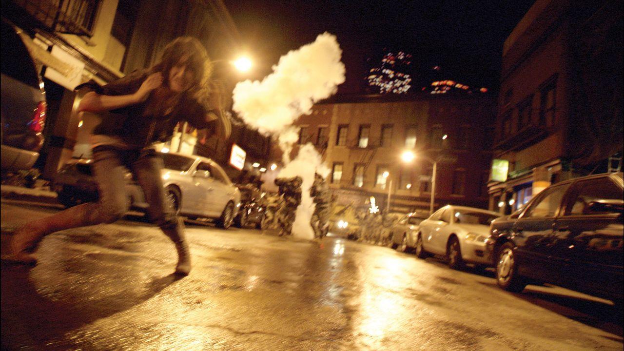 Eben noch hatte Lily (Jessica Lucas) viel Spaß auf einer wundervollen Party, kurz darauf bricht ihre ganze Welt zusammen ... - Bildquelle: Paramount Pictures
