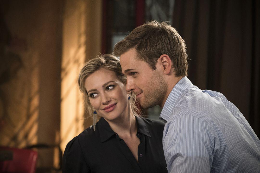 Während Kelsey (Hilary Duff, l.) und Thad (Dan Amboyer, r.) ganz offen zu ihrer Beziehung stehen, stellt sich bei Liza und Josh plötzlich die Frage,... - Bildquelle: Hudson Street Productions Inc 2015