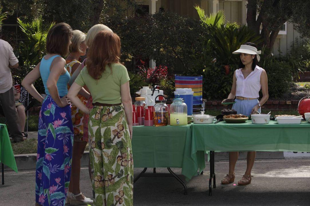 Eines Tages lernt Jessica (Constance Wu, r.) Honey kennen und freundet sich mit ihr an. Honey wird jedoch von den anderen Frauen gehasst, weil sie d... - Bildquelle: 2015 American Broadcasting Companies. All rights reserved.
