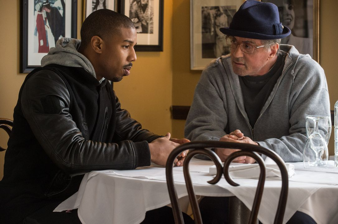 Adonis Johnson (Michael B. Jordan, l.); Rocky Balboa (Sylvester Stallone, r.) - Bildquelle: Barry Wetcher 2015 Warner Bros. Entertainment Inc. and Metro-Goldwyn-Mayer Pictures Inc.  All Rights Reserved. / Barry Wetcher