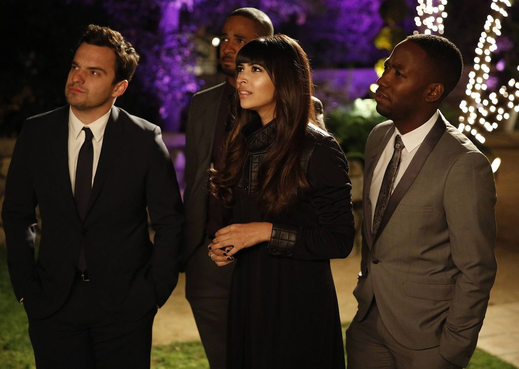 Nachdem Cece (Hannah Simone, 2.v.r.) überraschend auf die Privat Party von Prince eingeladen wird, versuchen sich die Jungs Nick (Jake M. Johnson, l... - Bildquelle: 2014 Twentieth Century Fox Film Corporation. All rights reserved.
