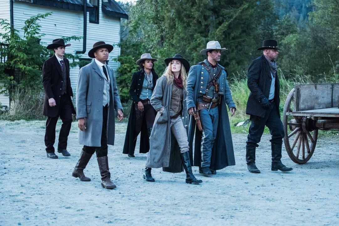 Im Jahre 1874 wartet viel Arbeit auf (v.l.n.r.) Ray (Brandon Routh), Jefferson (Franz Drameh), Amaya (Maisie Richardson-Sellers), Sara (Caity Lotz)... - Bildquelle: Warner Brothers