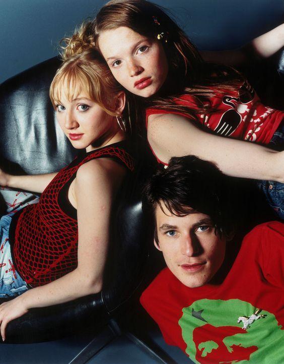 Ihre Freundschaft zerbricht wegen eines überzogenen Rachefeldzuges: (v.l.n.r.) Kati (Anna Maria Mühe), Carlos (David Winter) und Steffi (Karoline... - Bildquelle: 2003 Sony Pictures Television International. All Rights Reserved.