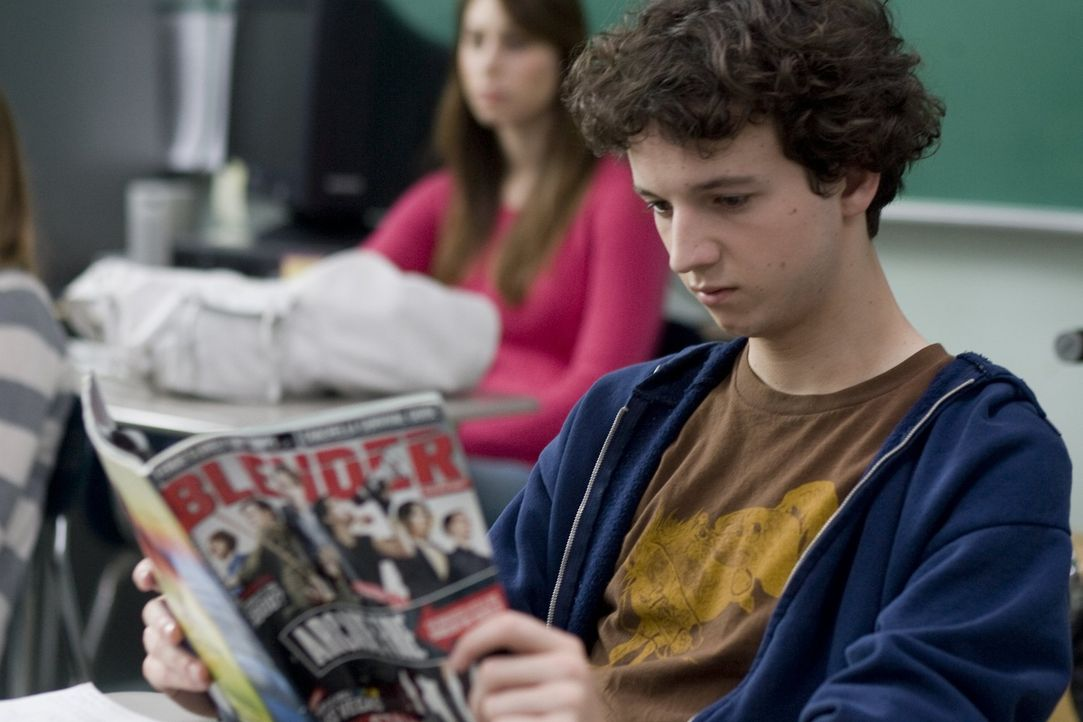 Auch an der neuen High School ist Will Burton (Gaelan Connell) schnell ein Außenseiter. Da bittet ihn eine Klassenkameradin, die talentierte Sänge... - Bildquelle: Van Redin 2009 SUMMIT ENTERTAINMENT, LLC and WALDEN MEDIA, LLC ALL RIGHTS RESERVED.