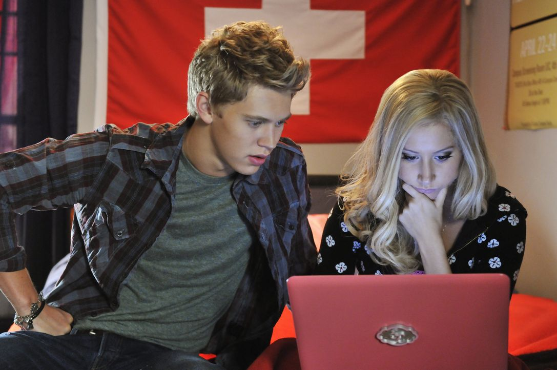 Tun alles, um ihre Träume Wirklichkeit werden zu lassen: Sharpay (Ashley Tisdale, r.) und Peyton (Austin Butler, l.) ... - Bildquelle: 2010 Disney Enterprises, Inc. All rights reserved.