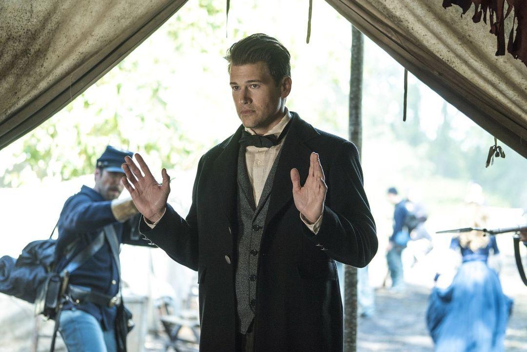 Während Nate (Nick Zano) im Camp der Union Soldaten gegen die Zombies kämpft, müssen sich Ray und Martin um ein infiziertes Teammitglied kümmern ...... - Bildquelle: Warner Brothers
