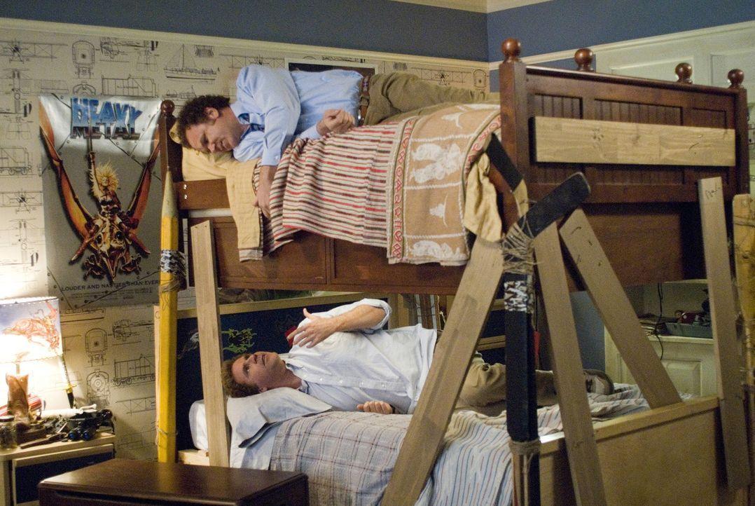 Brennan (Will Ferrell, unten) und Dale (John C. Reilly, oben) werden Stiefbrüder wider Willen, als ihre Eltern heiraten und zusammenziehen. Nun mü... - Bildquelle: 2008 Columbia Pictures Industries, Inc. and Beverly Blvd LLC. All Rights Reserved.