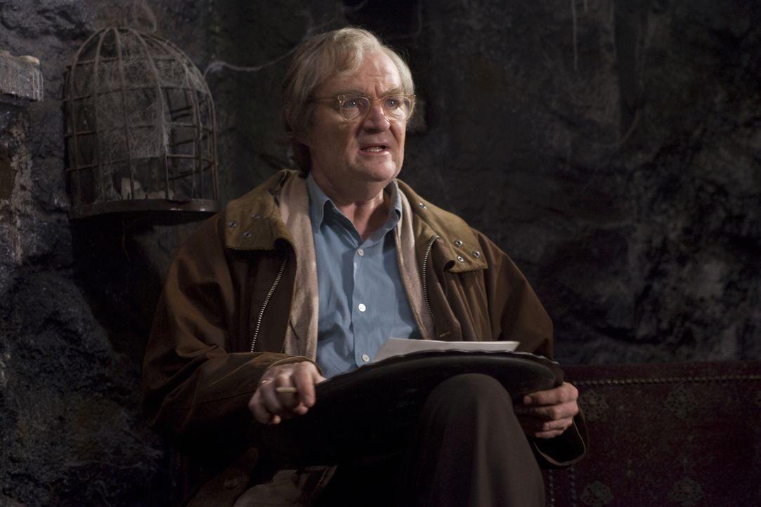 """Auch Fenoglio (Jim Broadbent), der Autor des Buches """"Tintenherz"""", gerät in die Fänge des brutalen Capricorn ... - Bildquelle: Warner Brothers"""