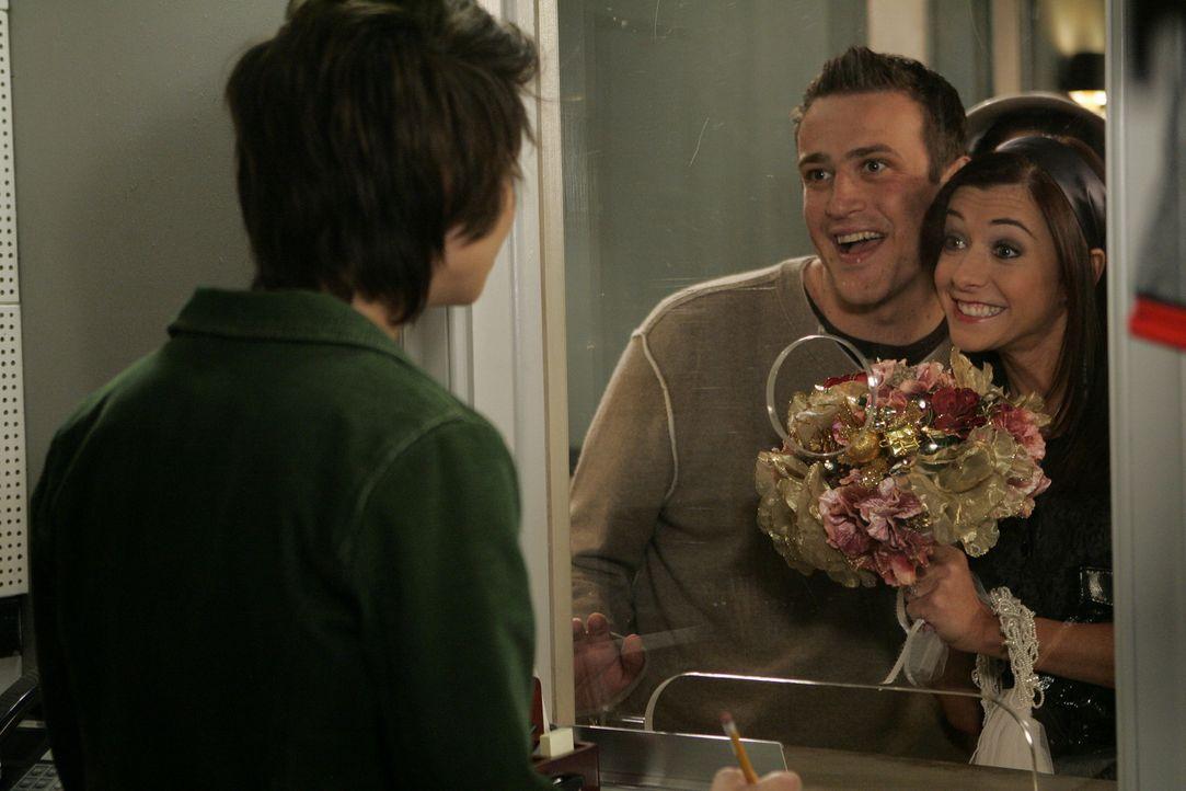 Marshall (Jason Segel, M.) und Lily (Alyson Hannigan, r.) sind wieder zusammen und wollen heiraten, doch das ist alles gar nicht so einfach wie geda... - Bildquelle: 20th Century Fox International Television