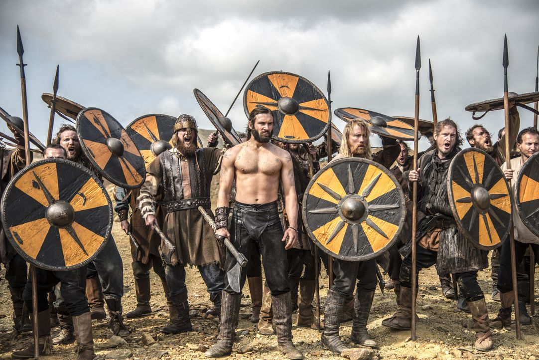 Nimmt den Kampf gegen seinen Bruder auf: Rollo (Clive Standen, M.) ... - Bildquelle: Bernard Walsh 2013 TM TELEVISION PRODUCTIONS LIMITED/T5 VIKINGS PRODUCTIONS INC. ALL RIGHTS RESERVED.