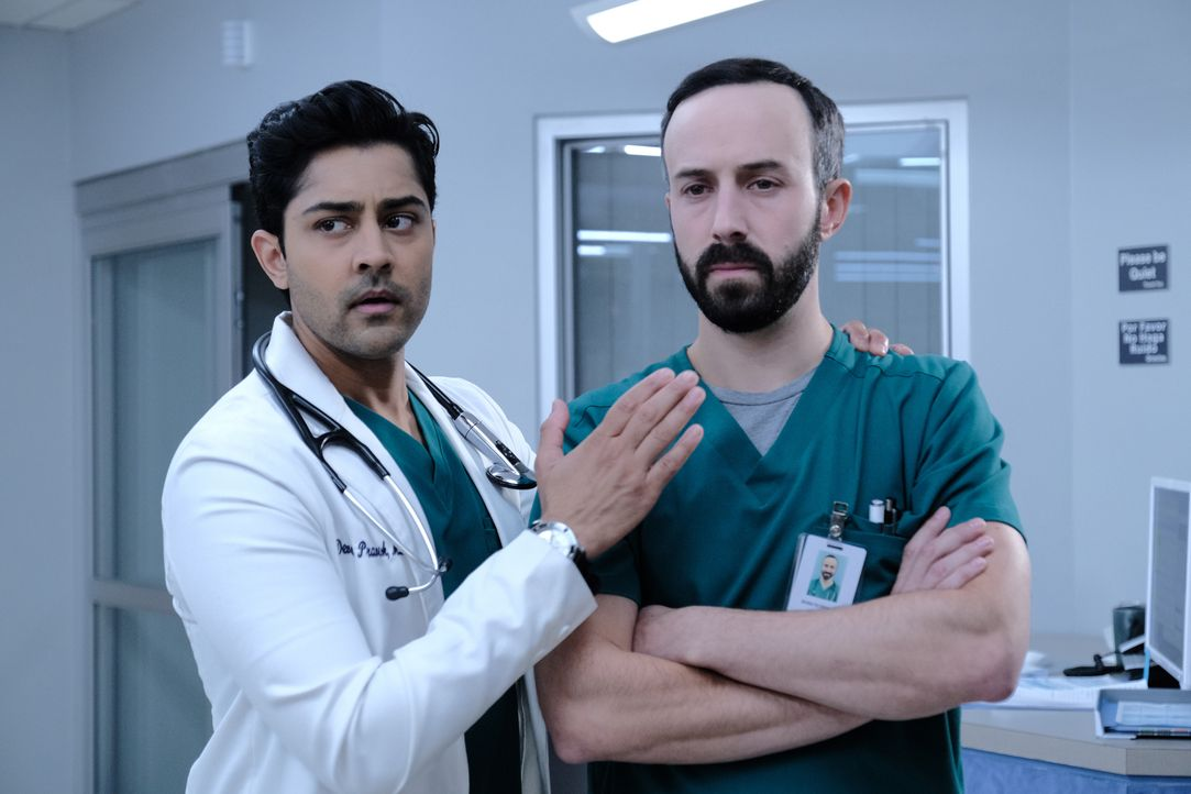 Dr. Devon Pravesh (Manish Dayal, l.); Dr. Irving Feldman (Tasso Feldman) - Bildquelle: Guy D'Alema 2019-2020 Twentieth Century Fox Film Corporation.  All rights reserved. / Guy D'Alema