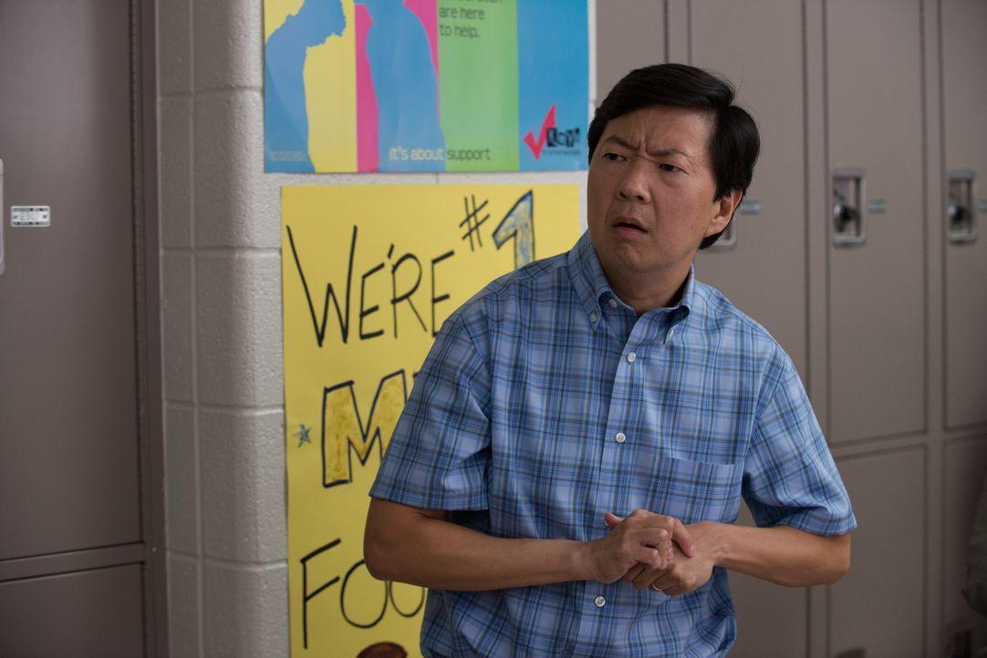 Versucht, Bianca zu unterstützen, als ein Video sie sozial zu ruinieren scheint: Mr. Arthur (Ken Jeong) ... - Bildquelle: 2015 Granville Pictures Inc. ALL RIGHTS RESERVED.