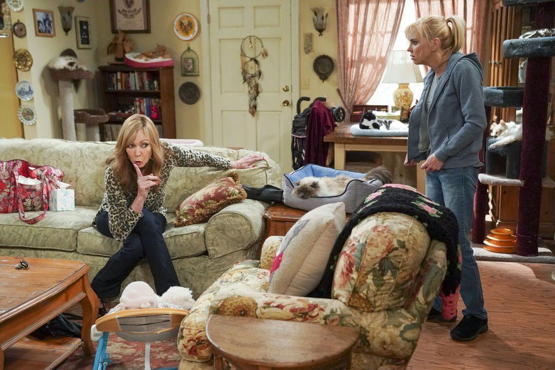 Bonnie (Allison Janney, l.); Christy (Anna Faris, r.) - Bildquelle: Warner Bros. Entertainment, Inc.
