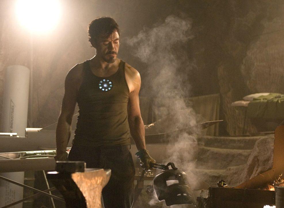 """Nachdem Tony Stark (Robert Downey Jr.) erkannt hat, dass die Waffen seines Unternehmens """"Stark Industries"""" durch illegalen Handel nicht nur in die H... - Bildquelle: 2008 MVL Film Rinance LLC. All Rights reserved."""