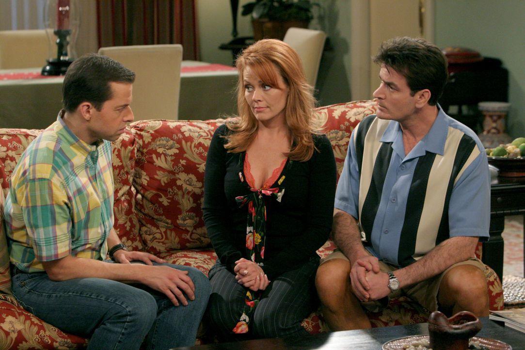 (v.l.n.r.) Alan Harper (Jon Cryer); Mandi (Gail O'Grady); Charlie Harper (Charlie Sheen) - Bildquelle: Warner Bros. Entertainment, Inc.