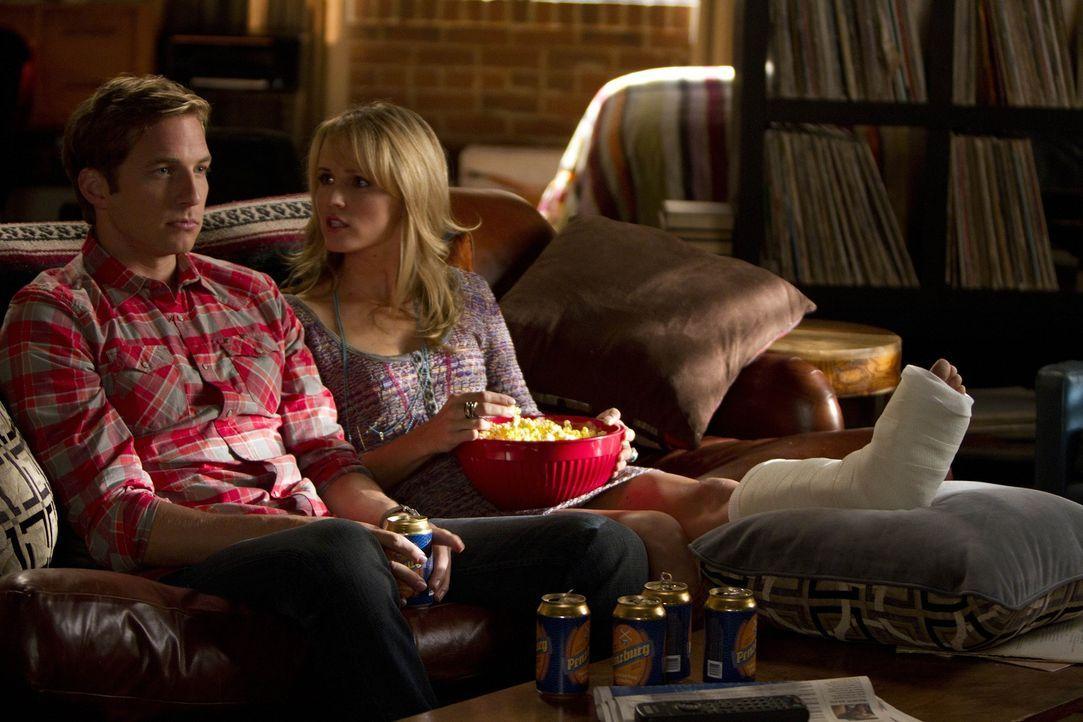 Wollen nicht das Gleiche: Ben (Ryan Hansen, l.) und Mia (Sara Fletcher, r.) ... - Bildquelle: NBC Universal, Inc.