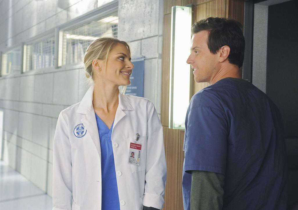 Freuen sich über die Missgeschicke von Cole: Denise (Eliza Coupe, l.) und Drew (Michael Mosley, r.) ... - Bildquelle: Touchstone Television