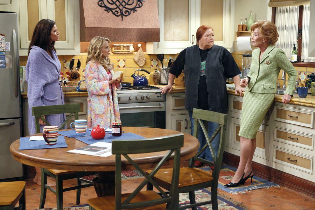 Charlie und Alan schmieden einen Plan, wie sie bei Chelsea (Jennifer Taylor, l.) und Melissa (Kelly Stables, M.) wieder Herr im Haus werden könnten... - Bildquelle: Warner Bros. Television
