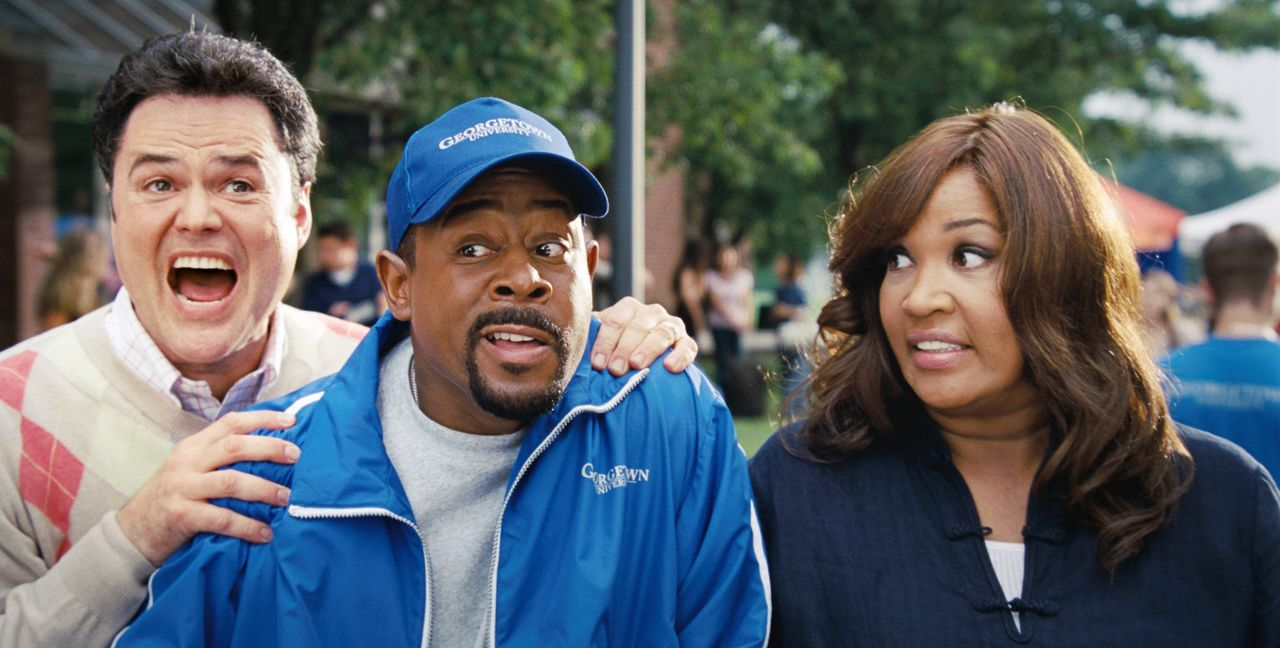 Natürlich ist James (Martin Lawrence, M.) nicht davon überzeugt, dass seine geliebte älteste Tochter bei Michelle (Kym Whitley, r.) und Doug (Don... - Bildquelle: Walt Disney Pictures.  All rights reserved