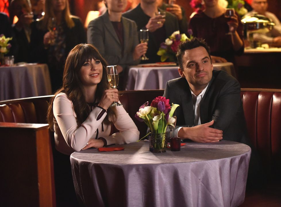 Ahnen noch nicht, dass ihr Hochzeitstag im Chaos versinken wird: Jess (Zooey Deschanel, l.) und Nick (Jake Johnson, r.) ... - Bildquelle: Ray Mickshaw 2018 Fox and its related entities.  All rights reserved.