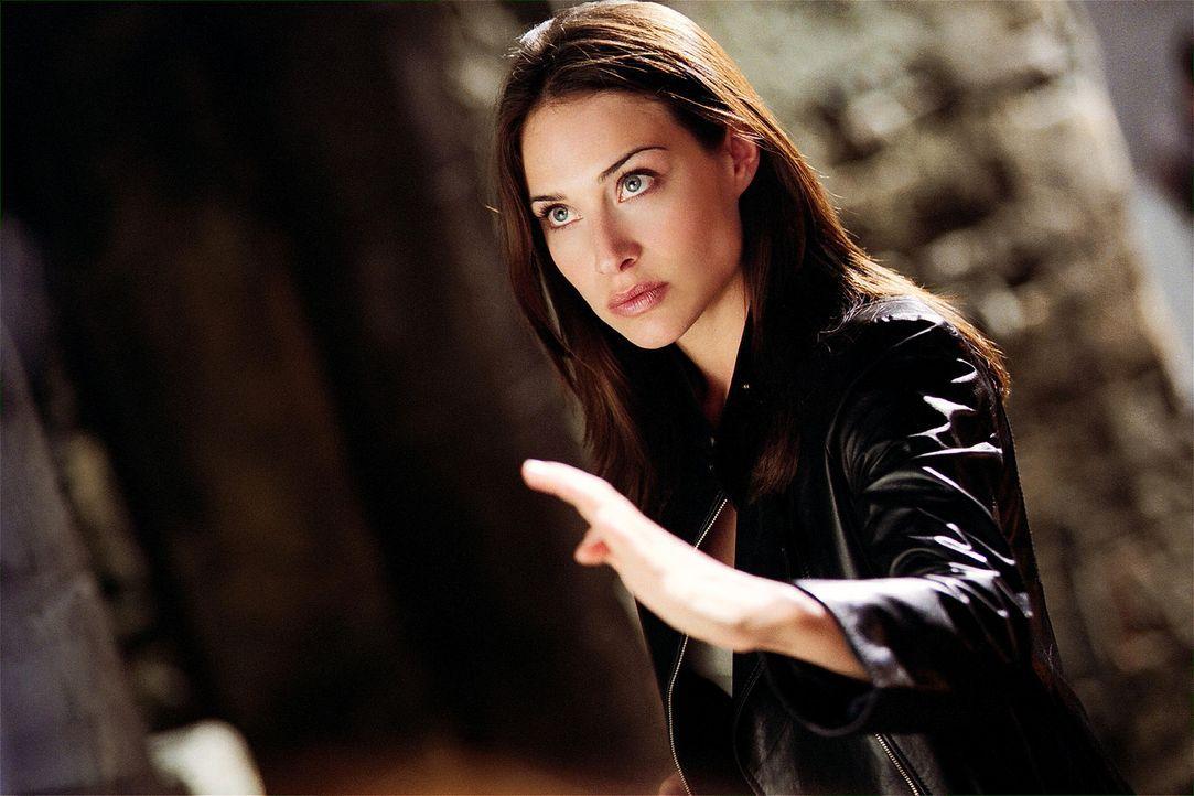 Schreckt vor nichts und niemandem zurück: Nicole James (Claire Forlani) ... - Bildquelle: 2004 Sony Pictures Television International. All Rights Reserved.