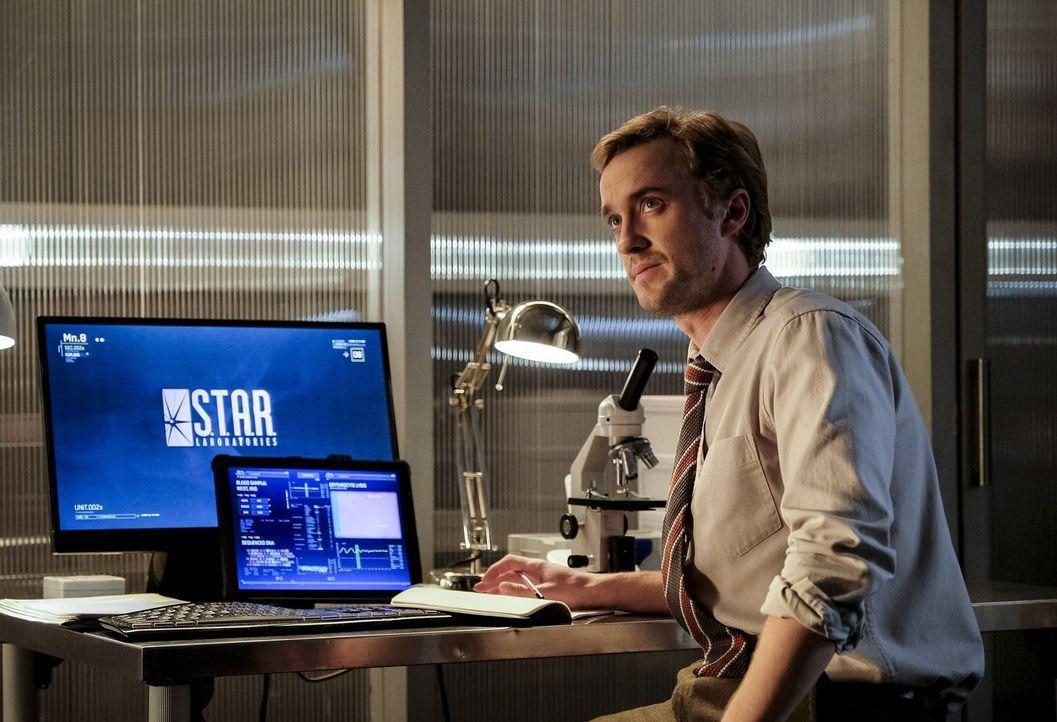 Nachdem Julian (Tom Felton) erkennt, dass er als Alchemy an der Erschaffung eines Tod bringenden Metawesens beteiligt war, ist er zu einen Teamkolle... - Bildquelle: 2016 Warner Bros.
