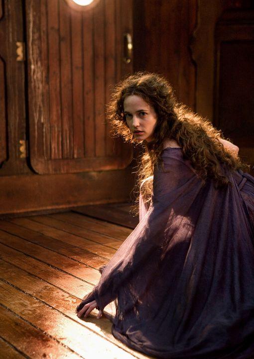 Kommt einem Mädchen zu Hilfe, dass die Macht haben könnte, das Schicksal der Welt zu verändern: Hexe Serafina Pekkala (Eva Green) ... - Bildquelle: Warner Bros.