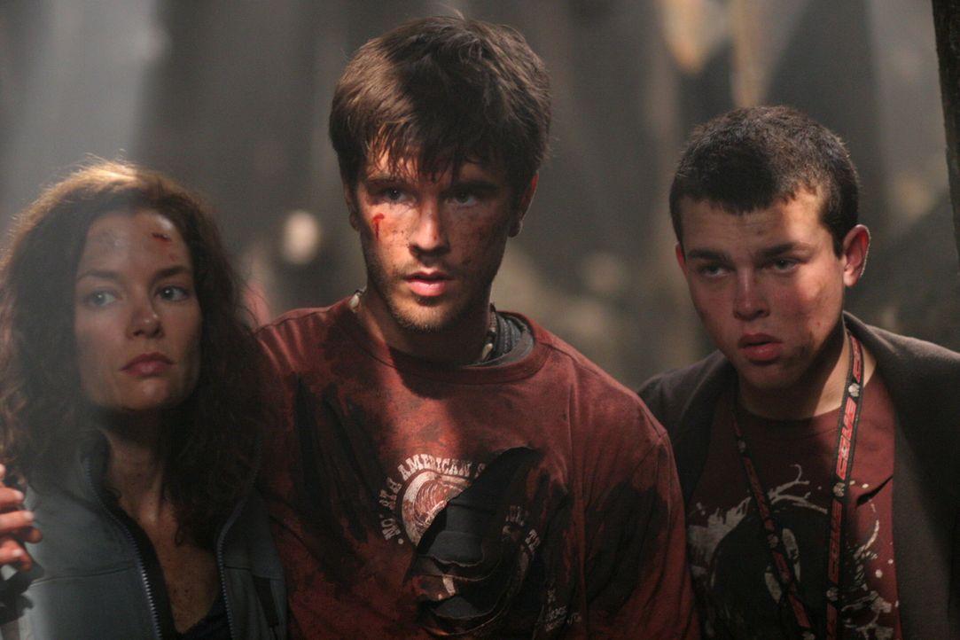 Können sie sich vor dem Wendigo retten?: Haley (Gina Holden, l.), Tommy (Graham Wardle, M.) und Ben (Alden Ehrenreich, r.) ... - Bildquelle: Warner Bros. Television