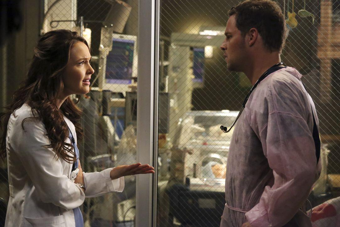 Jo (Camilla Luddington, l.) ist enttäuscht und stellt Alex (Justin Chambers, r.) wütend zur Rede. Er hat sehr vertrauliche Dinge über ihre Vergan... - Bildquelle: ABC Studios