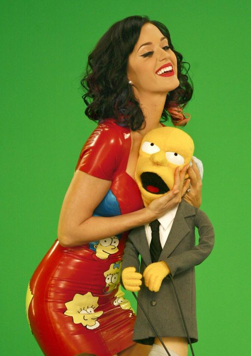 Katy Perry (l.) lässt das Herz von Mr. Burns (r.) höher schlagen ... - Bildquelle: und TM Twentieth Century Fox Film Corporation - Alle Rechte vorbehalten