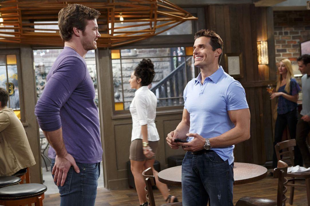 Während Tucker wieder mit seine Ex anbandelt, versucht Danny (Derek Theler, l.) Riley mit seinem neuen, heißen Teamkameraden Gerard (Antonio Sabato... - Bildquelle: Bruce Birmelin ABC Family
