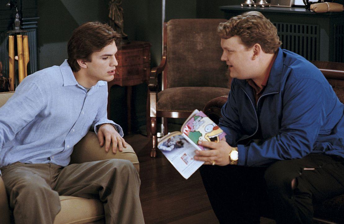 Theoretisch muss Tom (Ashton Kutcher, l.) nur auf die Eule OJ aufpassen und dass niemand ins Haus kommt, der irgendetwas schmutzig machen könnte. D... - Bildquelle: Falcom Media
