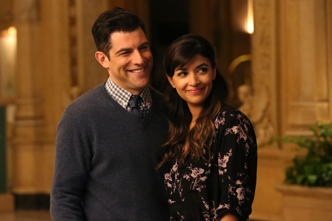 Bei der Suchen nach einem geeigneten Veranstaltungsort für ihre Hochzeit treffen Schmidt (Max Greenfield, l.) und Cece (Hannah Simone, r.) ausgerech... - Bildquelle: 2016 Fox and its related entities.  All rights reserved.