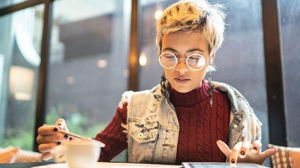 Pixie-Cut für alle, die eine Brille tragen! Egal ob feine oder lockige Haare,...