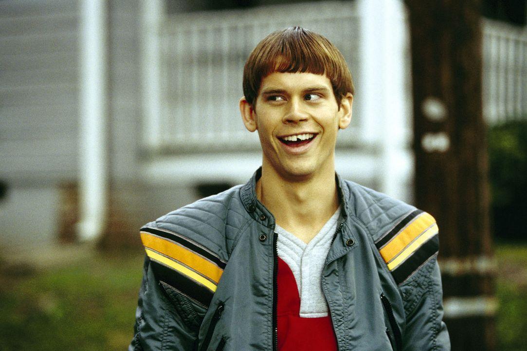 Als Lloyd (Eric Christian Olsen) den neuen Mitschüler kennen lernt, ahnt er sogleich, dass das ein Freund fürs Leben sein wird ... - Bildquelle: Warner Bros.