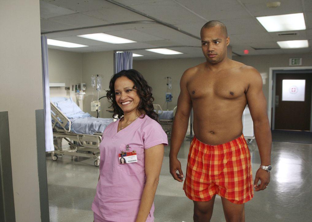Carla (Judy Reyes, l.) und Turk (Donald Faison, r.) sorgen wieder einmal für Abwechslung im Krankenhausalltag ... - Bildquelle: Touchstone Television
