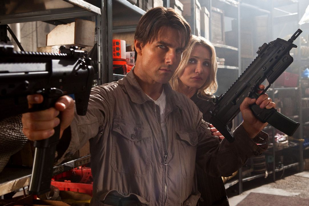 Von Feinden umzingelt: June (Cameron Diaz, r.) und Roy (Tom Cruise, l.) ... - Bildquelle: TM and   2010 Twentieth Century Fox and Regency Enterprises.  All rights reserved.  Not for sale or duplication.