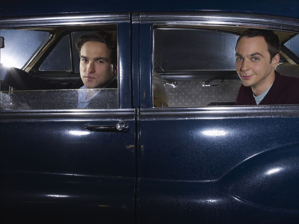 (2. Staffel) - Brilliante Physiker, die allerdings wenig Ahnung vom normalen Leben haben: Leonard (Johnny Galecki, l.) und Sheldon (Jim Parsons, r.)... - Bildquelle: Warner Bros. Television