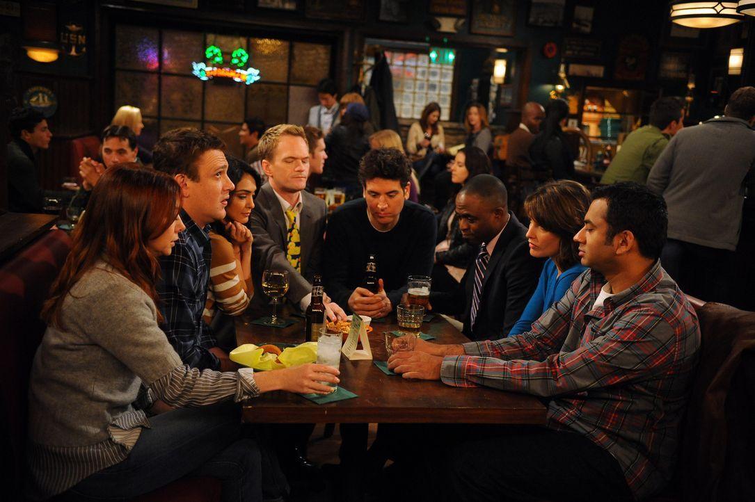 Ihr Stammtisch wird langsam zu klein:  (v.l.n.r.) Lily (Alyson Hannigan), Marshall (Jason Segel), Nora (Nazanin Boniadi), Barney (Neil Patrick Harri... - Bildquelle: 20th Century Fox International Television