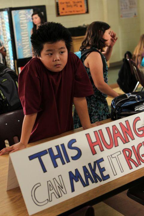 Eddie (Hudson Yang) wird vom Schulpsychologen Ray überredet als Schülervertreter zu kandidieren, weil er in diesem Amt Freistunden genießen kann ...... - Bildquelle: 2015 American Broadcasting Companies. All rights reserved.