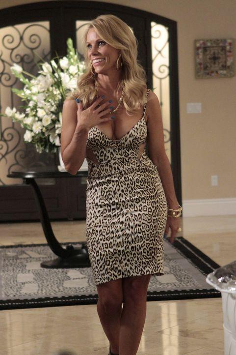 Kann Halloween gar nichts abgewinnen: Dallas (Cheryl Hines) ... - Bildquelle: Warner Bros. Television