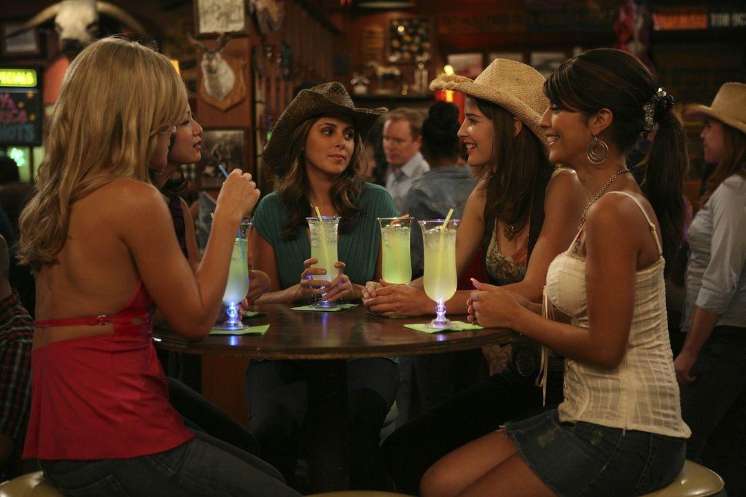 Lily hat ihre Kollegin so noch nie erlebt und gegenüber Robin (Cobie Smulders, 2.v.r.) ist ihr das Verhalten der Party-Mädels äußerst peinlich.... - Bildquelle: 20th Century Fox International Television