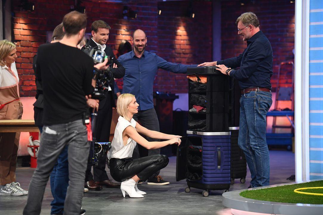 (v.l.n.r.) Lea-Sophie Cramer; Hans-Jürgen Moog; Lena Gercke; Matthias Koch; Günter Libuda - Bildquelle: Willi Weber ProSieben / Willi Weber