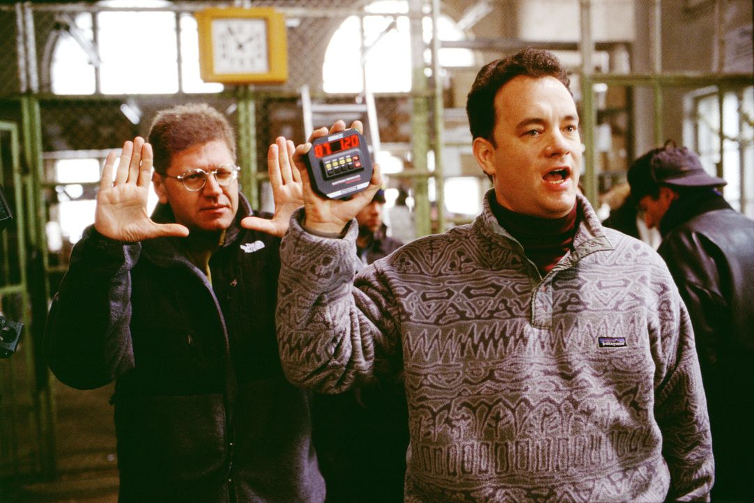 Hauptdarsteller Tom Hanks, r. und der Regisseur Robert Zemeckis, l. - Bildquelle: Francois Duhamel 2001 Twentieth Century Fox Film Corporation and Dreamworks LLC. All rights reserved