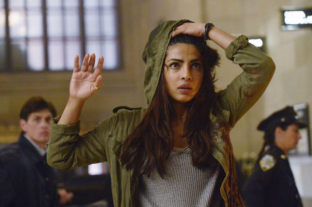 Was hat Alex (Priyanka Chopra) vor, als sie sich dem FBI stellt? - Bildquelle: Philippe Bosse 2015 ABC Studios